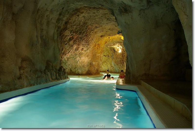 Miskolctapolca Barlangfürdő éjszakai fürdőzése egy ritka, egyedülálló programlehetőség