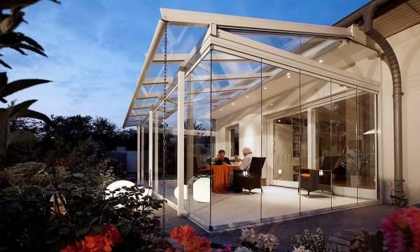 Az erkély beüvegezése a lakásokban lehetséges